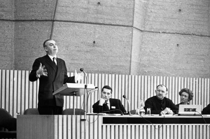 Colloque à l'Unesco, 1964